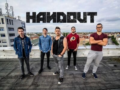 Itt a Handout első klipje