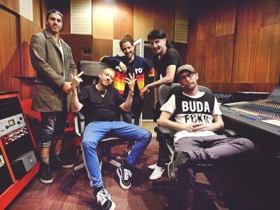 A törökbálinti SuperSize Recording stúdióban járt Macklemore