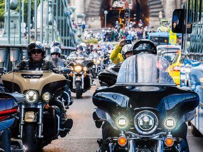 Bazi nagy Harley buli, avagy szezont zártak a kemény motorosok