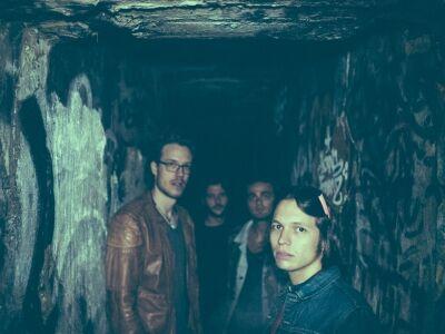 Három fiatal zenekar az öreg rock-istenek fegyverzetében