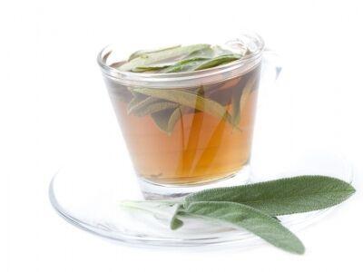 Zsályalevél-tea torokfájás ellen