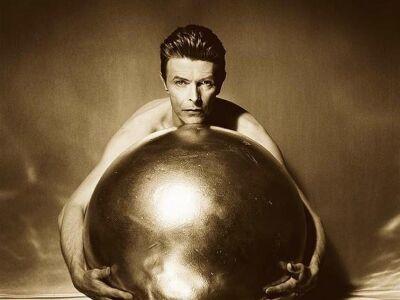 Bowie volt, van, lesz