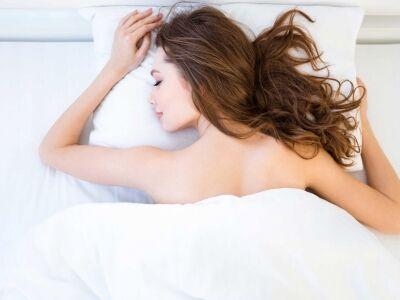 A ruha nélküli alvás előnyei