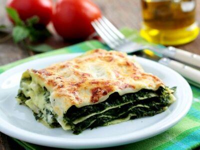 Spenótos-bazsalikomos lasagne