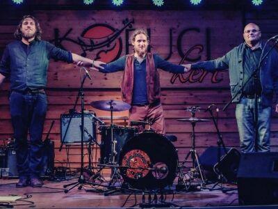 Electric blues magyar népzenével