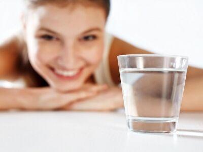 Ezért indíts minden reggelt egy pohár vízzel!