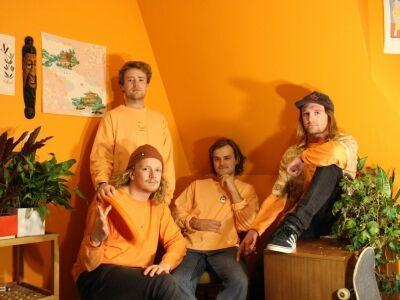 Halvány narancssárga