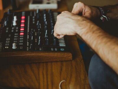 Ismét elektronikus zenei pályázat