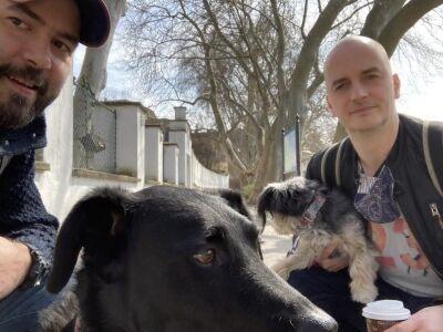 Zenészekkel sétál és közben beszélgetnek: elindult a Szabadlábon, Egyedi Péter podcastja
