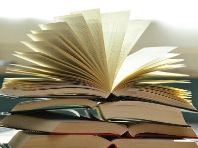 Töltsd fel a könyvespolcod Álomgyár-kötetekkel!