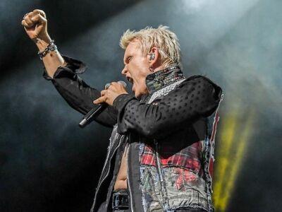 Négy évvel elsöprő sikerű koncertje után újra a Budapest Park színpadán Billy Idol!
