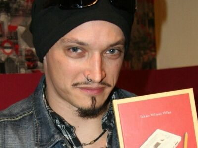 Vilkó egy szál gitárral + könyvbemutató @ Bázis Klub