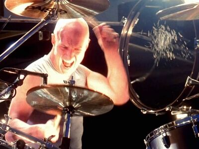 Chris Slade ugrik be az AC/DC grammy-s koncertjére