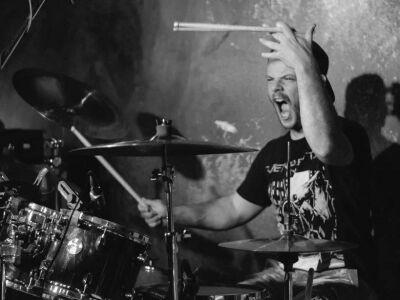 Makai Laci (Apey and the Pea) doboktatást vállal rock/metal műfajban kezdőtől a haladóig!