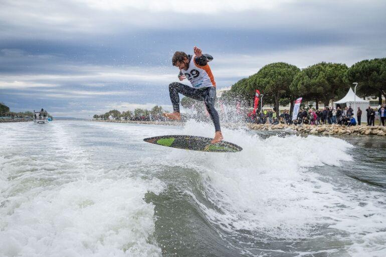 Szörfversenyt rendeznek a Dunán