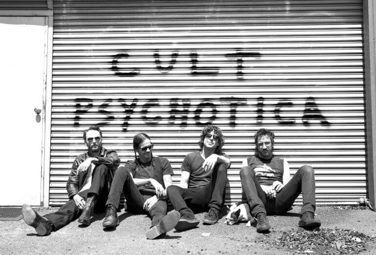 Mick Jagger, Josh Homme és Billy Corgan összekeverve