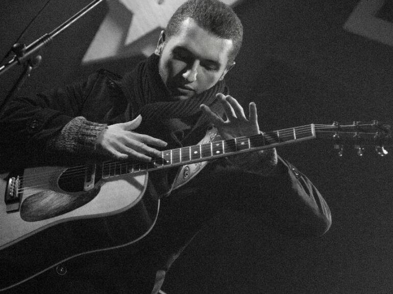 Bokszolónak nevelték, gitáros lett