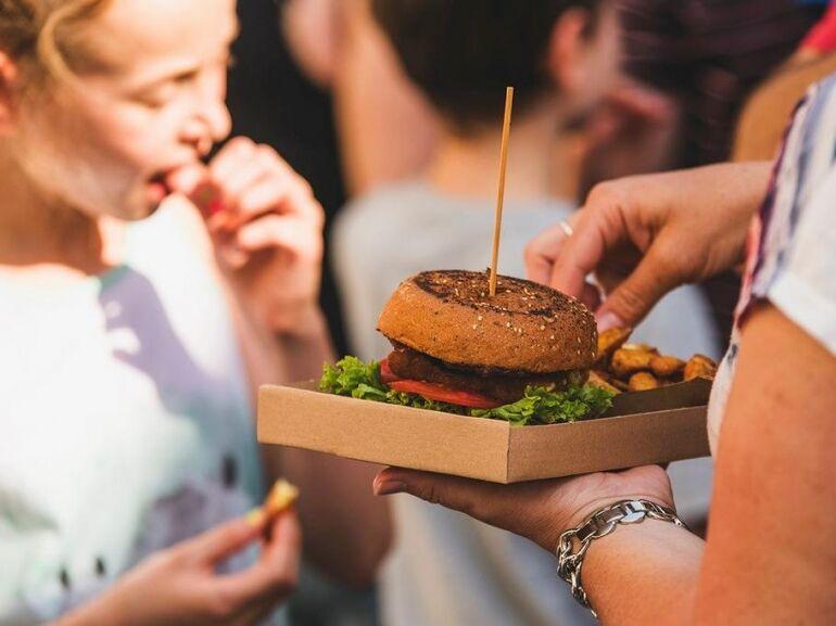 Egy hétvégére Indiaira váltanak a magyar street foodosok