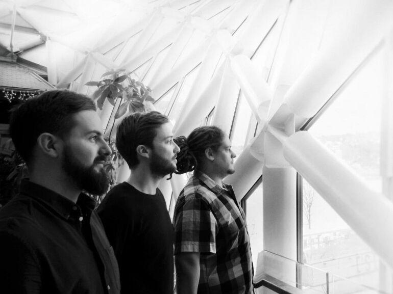 """""""Mielőtt meglógunk a sógorokhoz, még gyorsan megjelentetünk két dalt a debüt EP-nkről..."""