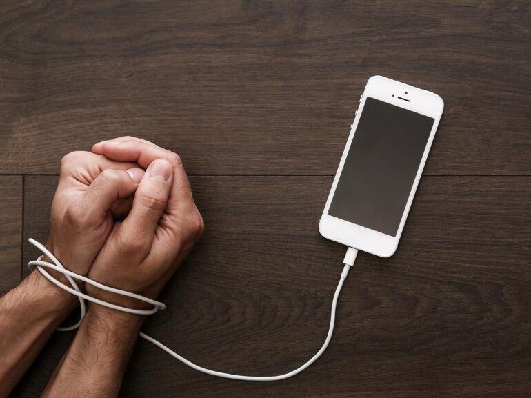 Így tesz függővé a mobilod