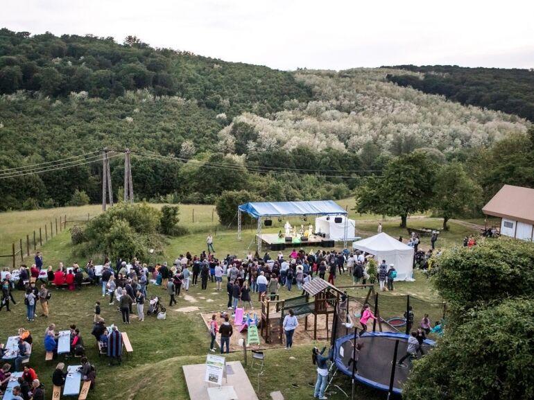 Woodstock vagy Toszkána rejtőzik a zalai dombok között?