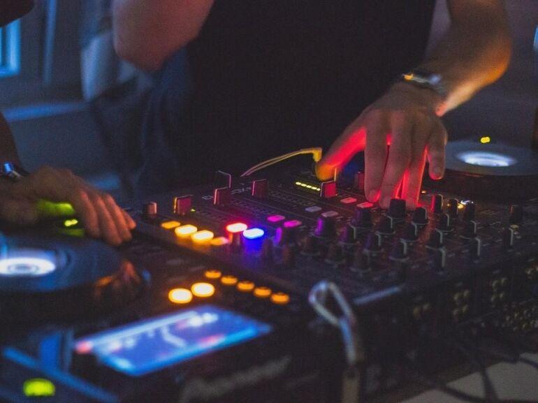 Pályázat elektronikus zenei előadóknak és producereknek