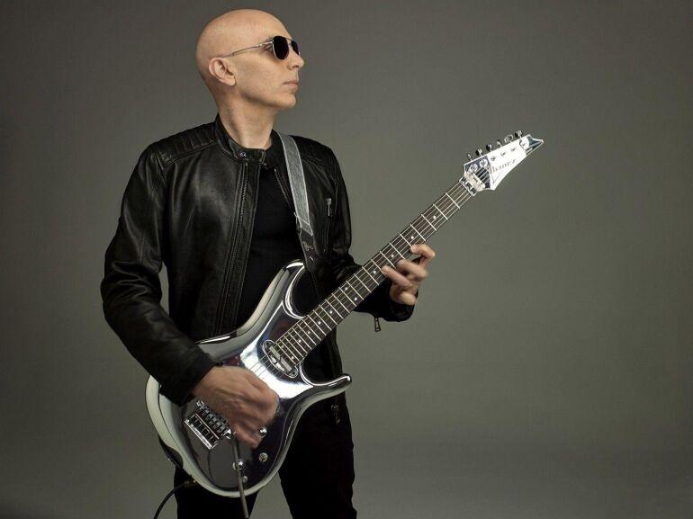 Új lemezével érkezik a gitárlegenda