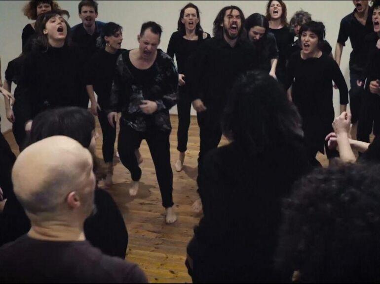Közösségi transz a Dorota új klipjében