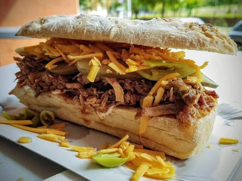 Négy keréken guruló gasztro-édenkert: a szendvicsimádók mekkája a Zabáljcsak! Food Truck