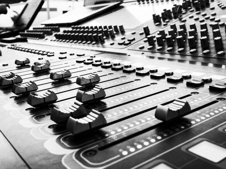 Nagyszabású kutatás indult a zeneipari háttérmunkások helyzetéről