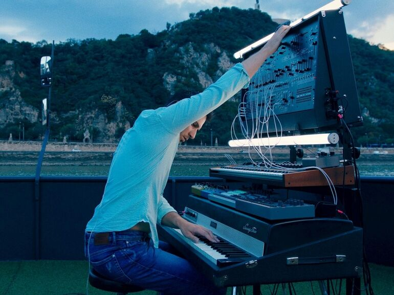 Kalandozás új zenei irányokba: az IALAZ alapítója szólóprojektbe kezdett