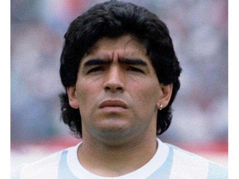 Lapokon a futball-legenda